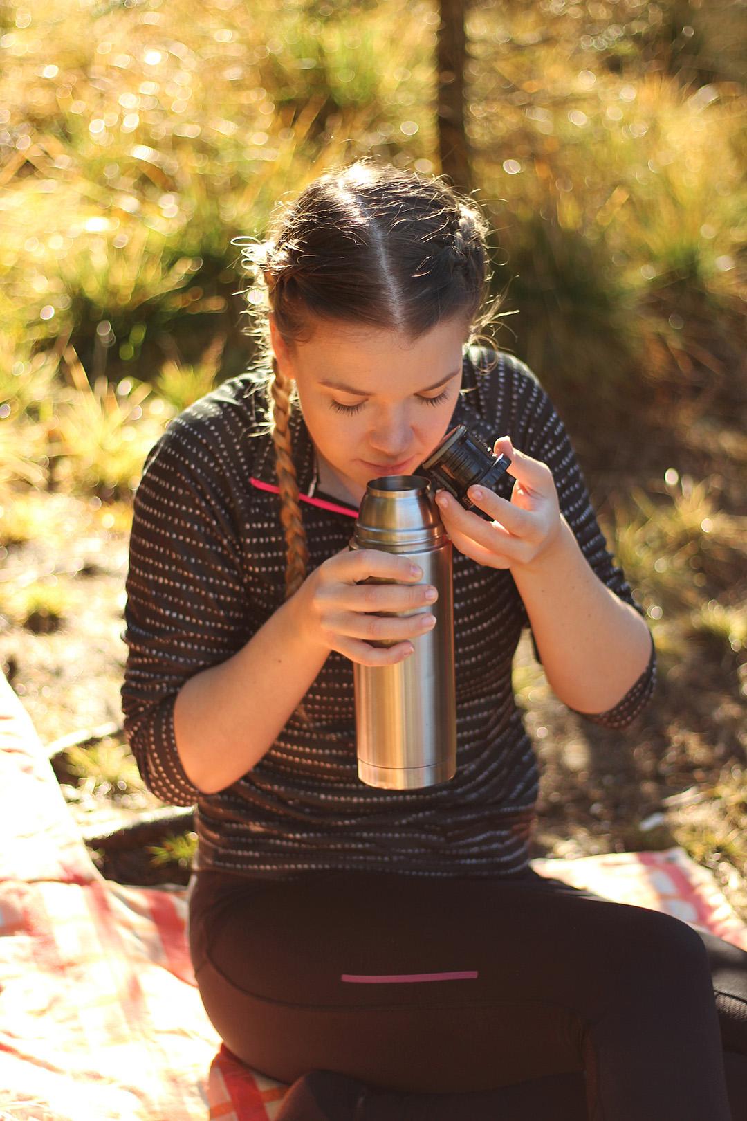 Picknick am Ingerringsee, Öffnen vom Kaffee