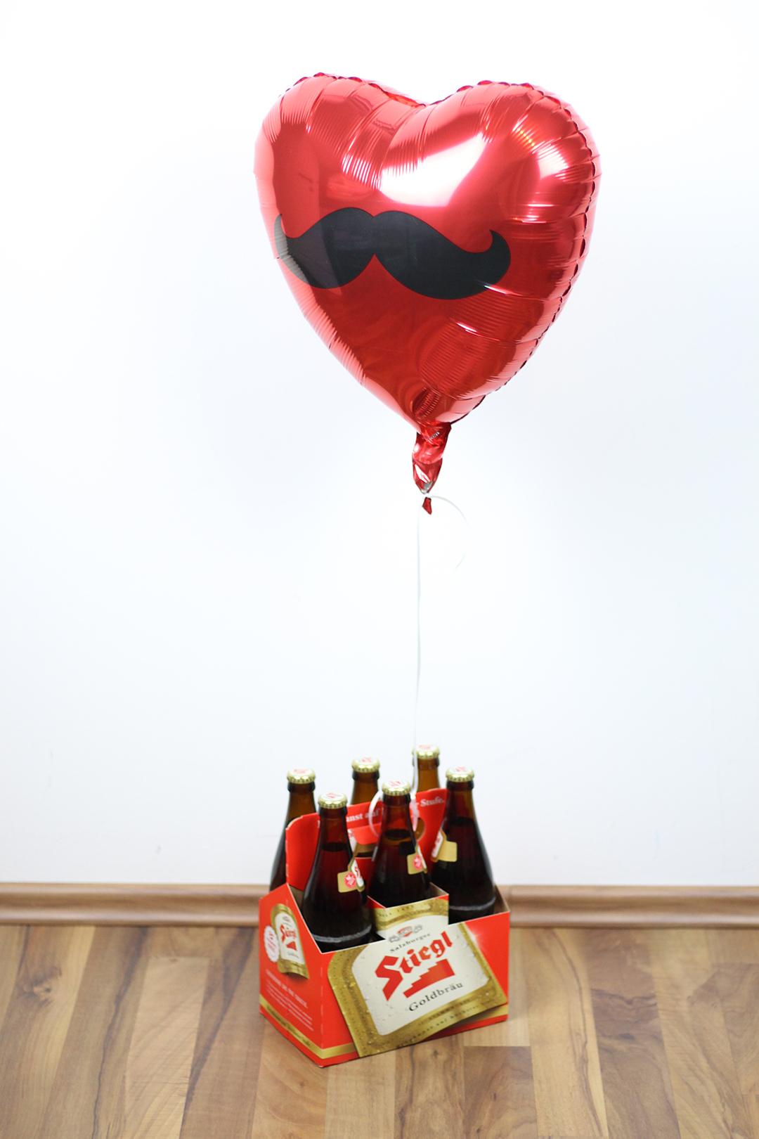 Wie man in Österreich danke sagt, Stiegelbier mit Luftballoon