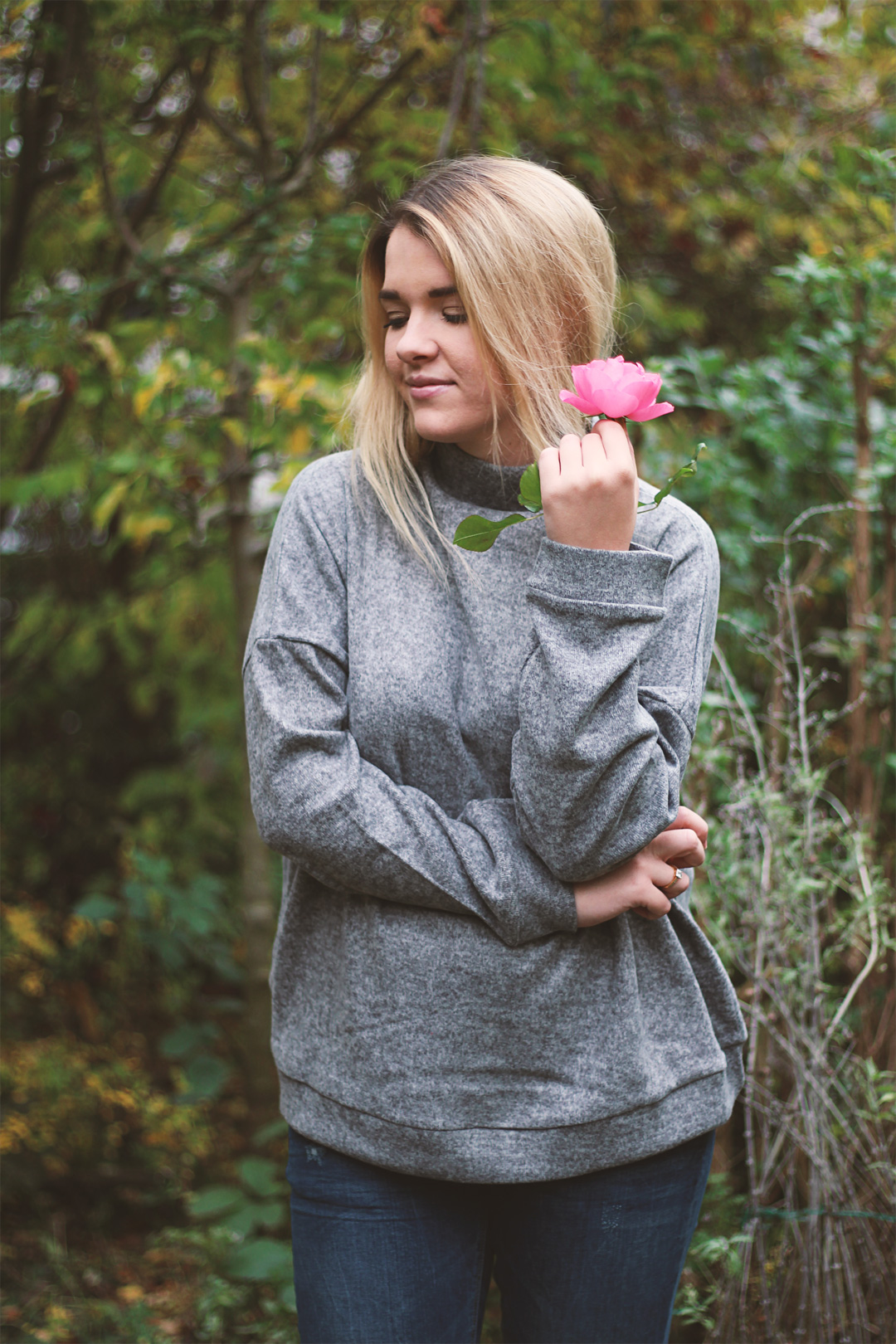 Grauer Oversized Pullover