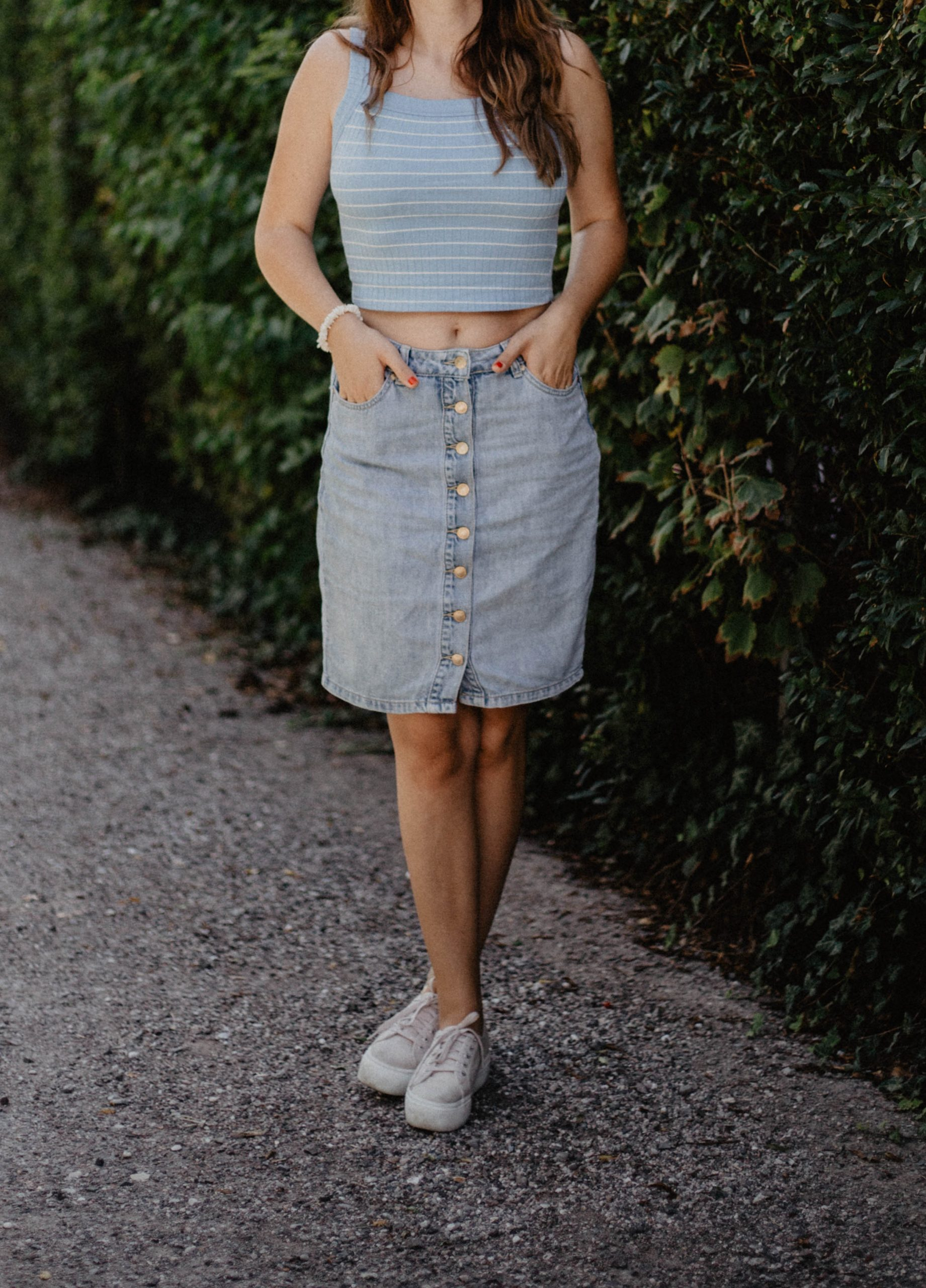 Jeansrock, blaues Top, Outfit